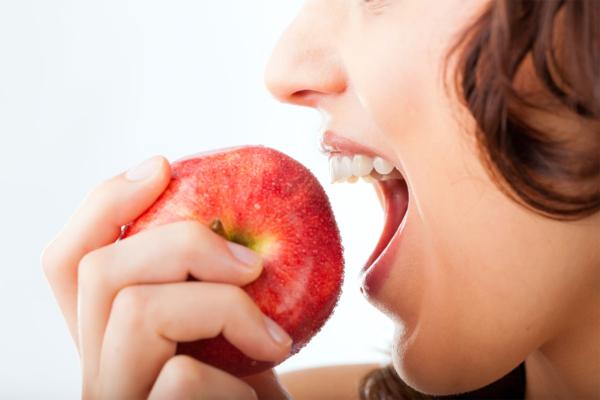 ¿Qué es y cómo puedo tratar la periodontitis o enfermedad de las encías?